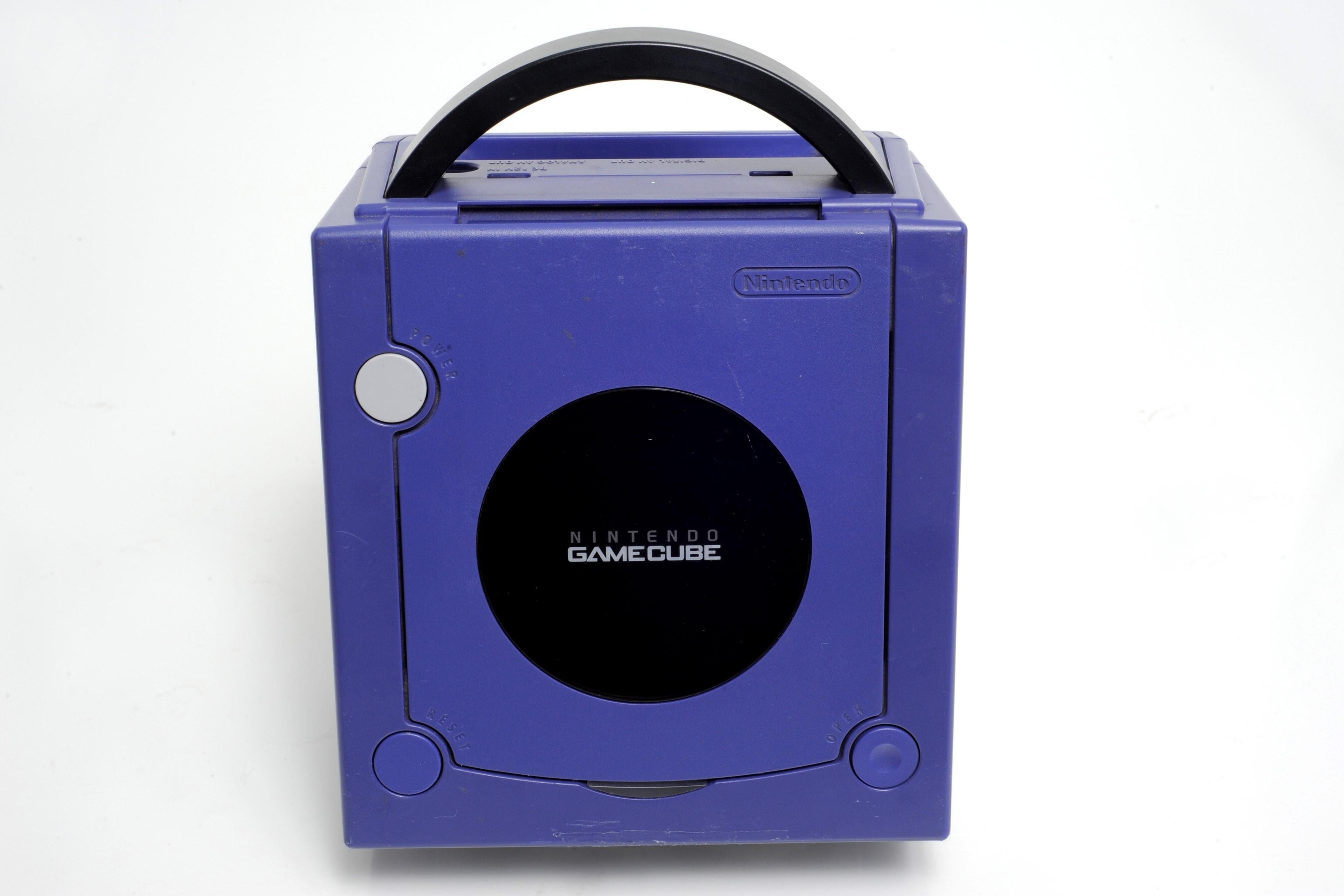 Console Nintendo GameCube indigo sans fil ni manette remise à neuf