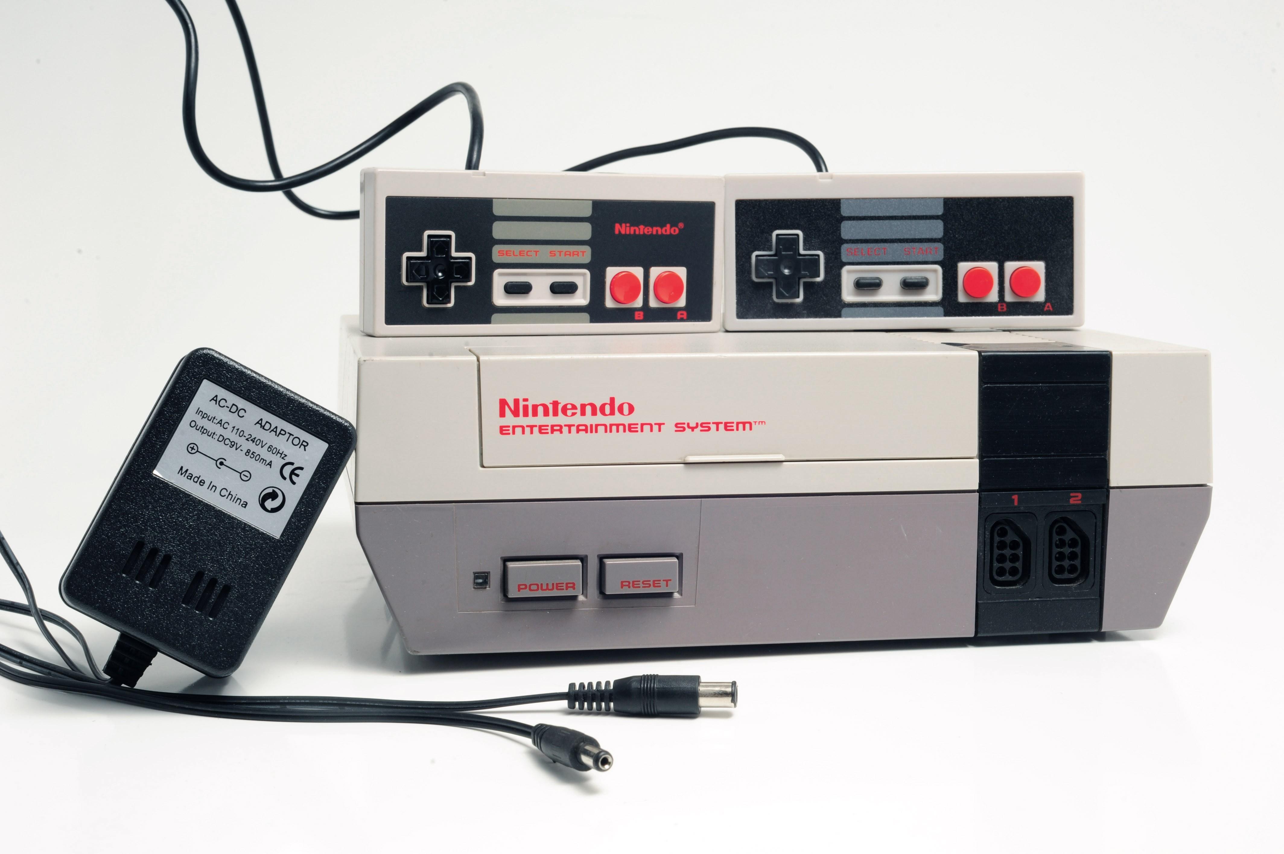 Console complète Nintendo NES originale avec 1X manette originale + 1X manette générique et fils de branchement