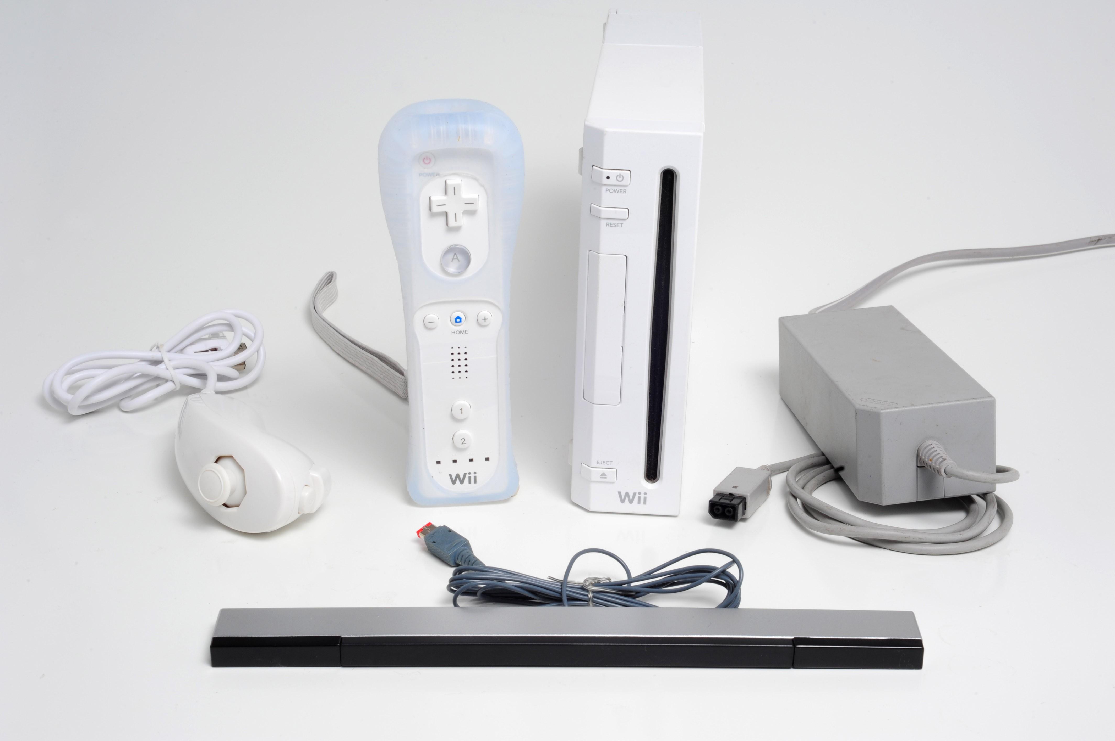 Console complète Nintendo Wii avec manettes et fils